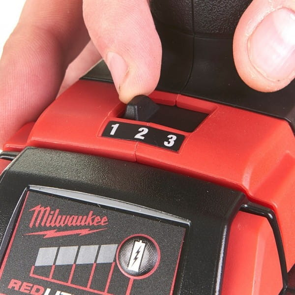 Аккумуляторный импульсный винтоверт Milwaukee M18 BLID2-502X