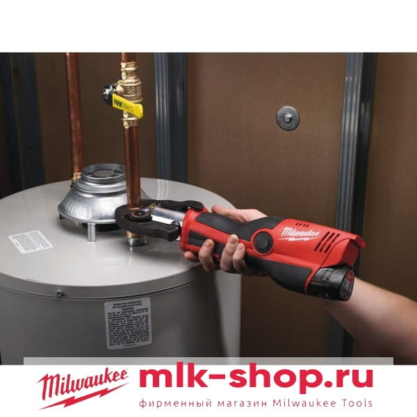 Аккумуляторный гидравлический инструмент для обжима труб Milwaukee M12 HPT-202C