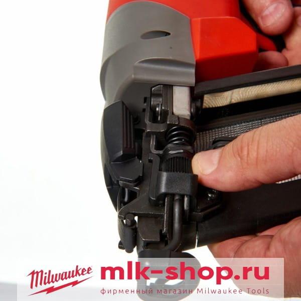 Аккумуляторный гвоздезабиватель с наклонным магазином  Milwaukee M18 FUEL CN16GA-202X