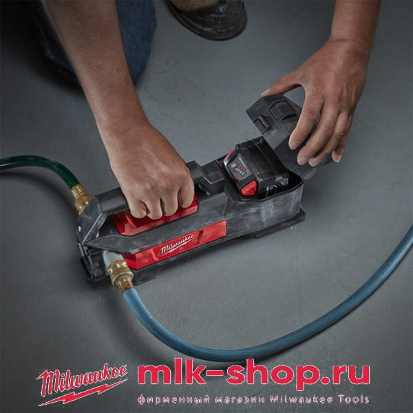 Аккумуляторный насос для воды Milwaukee M18 BTP-0